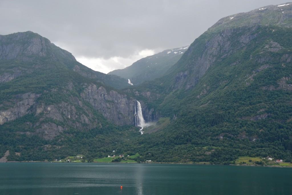 Mooie autoroute in Fjord Noorwegen